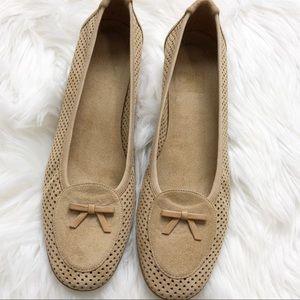 EUC Stuart Weizman tan leather perforated heel
